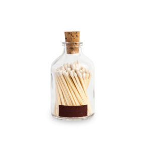 Tändstickor med vit topp i en glasburk med kork